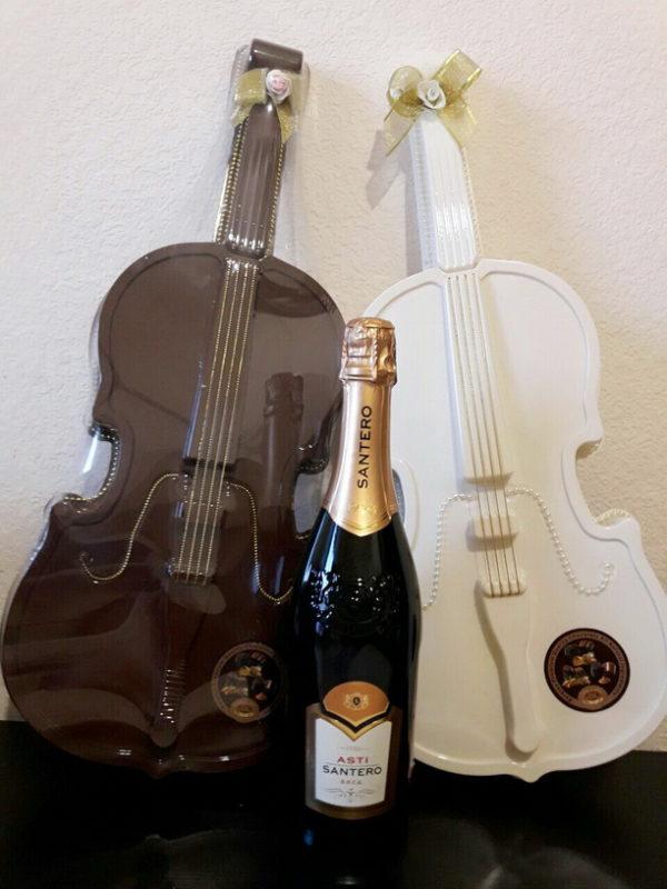 шоколадные конфеты утончённая скрипка и шампанское